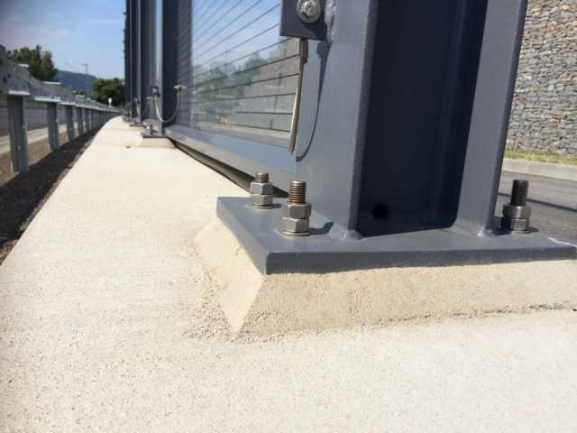 Dank Mörtelsysteme Unterstopfung von Lärmschutz - Fußplattenpfosten